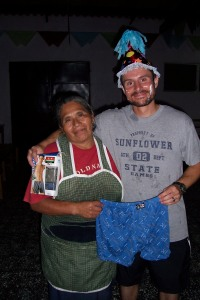 Bart thanks Antonia, the project cook, for her gift.